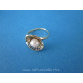 a vintage 14ct gold pearl ladies ring