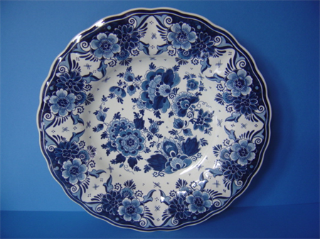 a Royal Goedewagen Delft earthenware plate