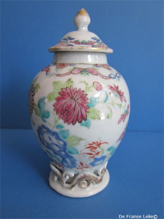 an 18th century Chinese porcelain famille rose porcelain tea caddy