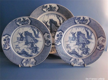 a set of three porcelain plates with Chinese decoration