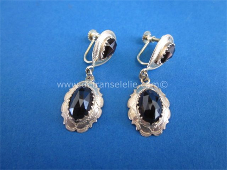 a pair of 14ct gold garnet earrings