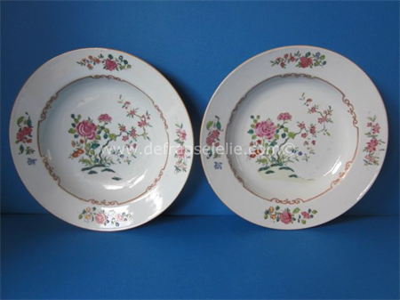 a pair of real fine antique Chinese famille rose porcelain plates