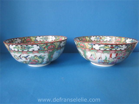 a pair of Chinese porcelain famille rose bowls
