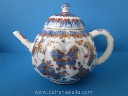 an 18th century Chinese imari bachelor teapot Kangxi