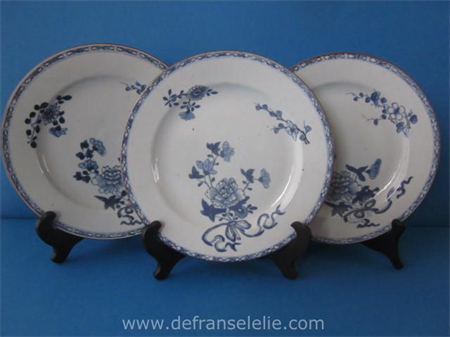 set of three 18th century blue and white Chinese porcelain plates