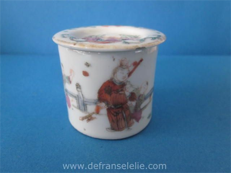 an antique Chinese famille rose porcelain box and cover