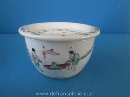 an antique Chinese famille rose porcelain jar and cover