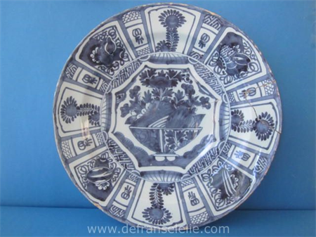 an antique earthenware Delft charger with Chinoiserie decor