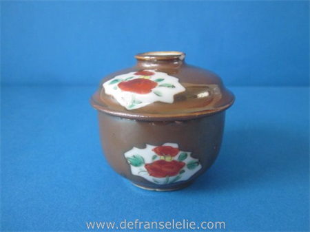 an antique brown Batavian Chinese porcelain covered jar