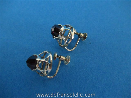 a pair of vintage 14ct gold garnet earrings