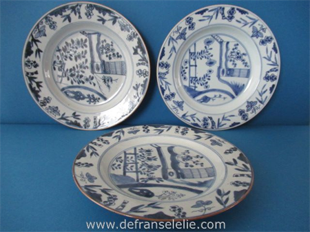 a set of three antique Chinese blue and white porcelain plates