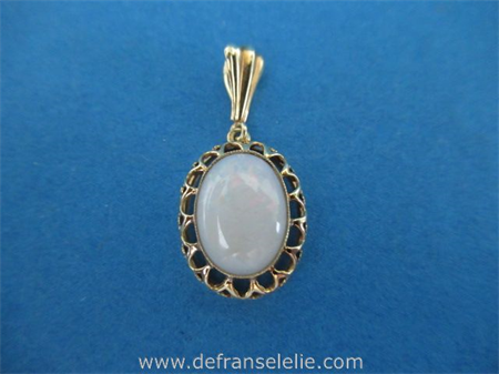 a vintage Dutch 14ct gold opal pendant