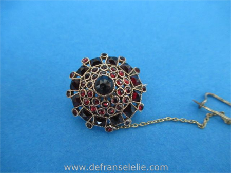 a vintage Dutch 14ct gold garnet brooch