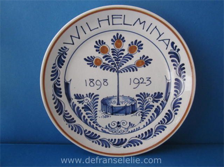 "handpainted Porceleyne Fles earthenware plate: ""Wilhelmina 1898 - 1923"""
